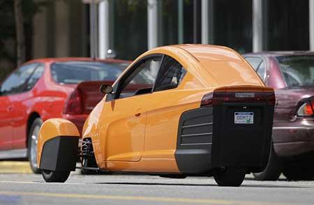 تندروترین خودروی دنیا که چرخهایش جابجا میشود, گوناگون