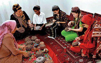 هنر سوزن دوزی ترکمن, Turkmen embroidery art, ترکمن, ترکمنی, خواب رفتن دست و پا, زنان ترکمنی هنرمند, سوزن دوزی, صنایع دستی, هنر, هنر ترکمن, هنر ترکمنی, هنر زنان ترکمنی, هنر سوزن دوزی, هنر سوزن دوزی ترکمنی, هنرهای ترکمنی, هنرهای دستباف