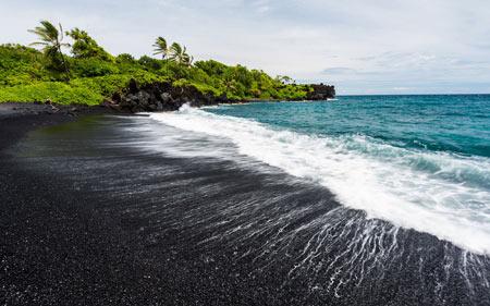 پونالو,پونالو ساحل شن های سیاه,ساحل سیاهرنگ پونالو
