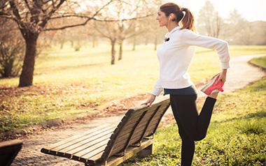 تمرینات ورزشی در پارک,ورزش در پارک,حرکت لانگ