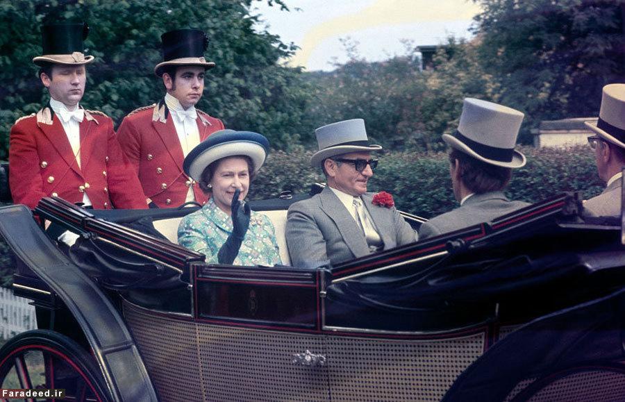 عکس نوشت/ محمدرضا شاه در کالسکه ملکه الیزابت