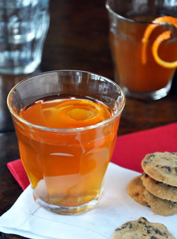 نوشیدنی داغ فوق العاده خوشمزه زمستانی سیب و پرتقال