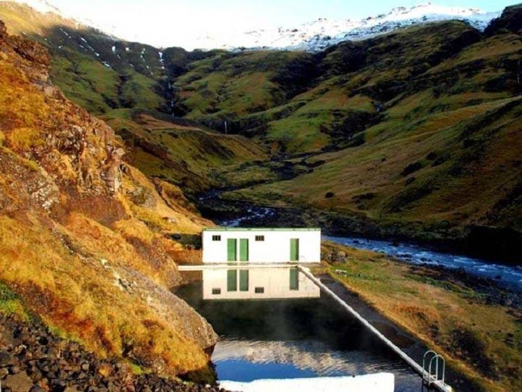 استخر سلواجلیر ایسلند