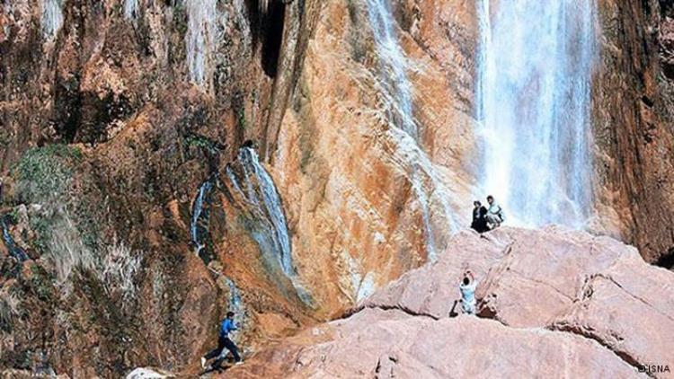 روستا و آبشار سنگان