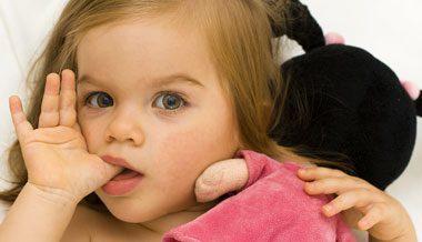 4 عادت رایج در کودکان که باید مراقب آن بود, بچه, بچه داری, تربیت فرزندان, فرزند, فرزندان, کودک, کودکیاری, نکات تربیتی