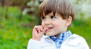 درمان مکیدن انگشت در کودکان,علل ناخن جویدن