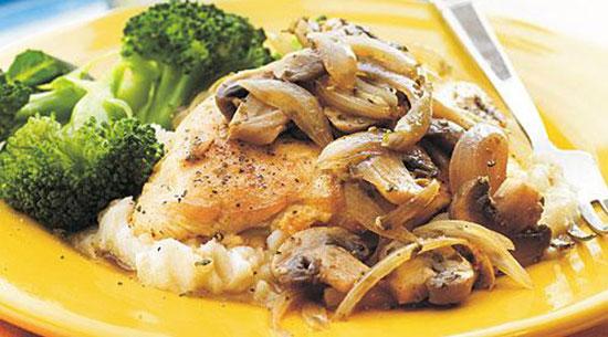 خوراک مرغ و قارچ به همراه ادویه