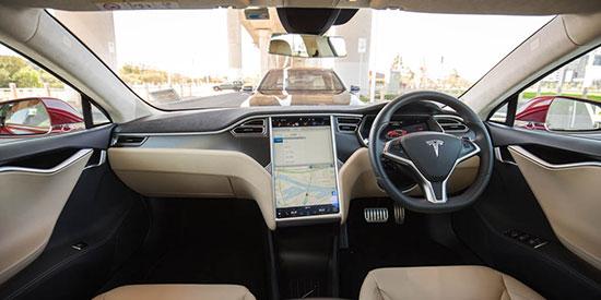 نبرد سخت: بامو سری 5 در برابر تسلا مدل S