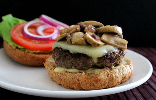 طرز تهیه ساندویچ همبرگر گوشت و قارچ