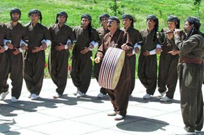 آیینهای ملی و باستانی ایران , سنتهای ویژه نوروزی در کردستان
