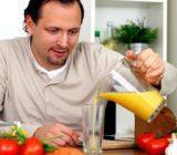 این 17 ماده غذایی را بخورید تا احساس جوانی کنید