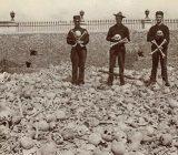 گورستان کولون؛ قبرستانی که مردم با استخوانهای مردگان عکس می گیرند (+ تصاویر)
