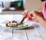 چرا بعد از غذا خوردن حالت تهوع میگیرید؟