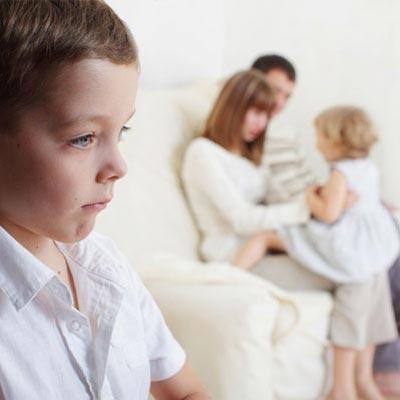 روش های تشویق کردن یکی از فرزندان برای جلوگیری از حسادت فرزند دیگر, بچه, فرزند, فرزندان, کودک, کودکان