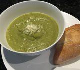 طرز تهیه سوپ بروکلی و سیب زمینی؛ کاملا رژیمی
