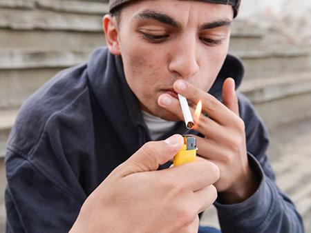 نحوه برخورد با نوجوان سیگاری,نوجوان سیگاری,رفتار نوجوان سیگاری