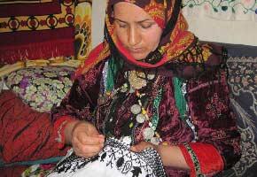 نگاهی بر سوزن دوزی در استان سمنان, صنایع دستی