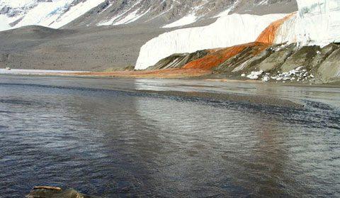 آبشار خون در قطب جنوب