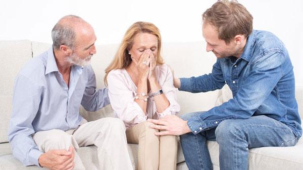 والدین همسرتان از چه راههایی بر رابطهی شما اثر میگذارند