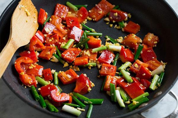 طرز تهیه خوراک مرغ ترش و شیرین