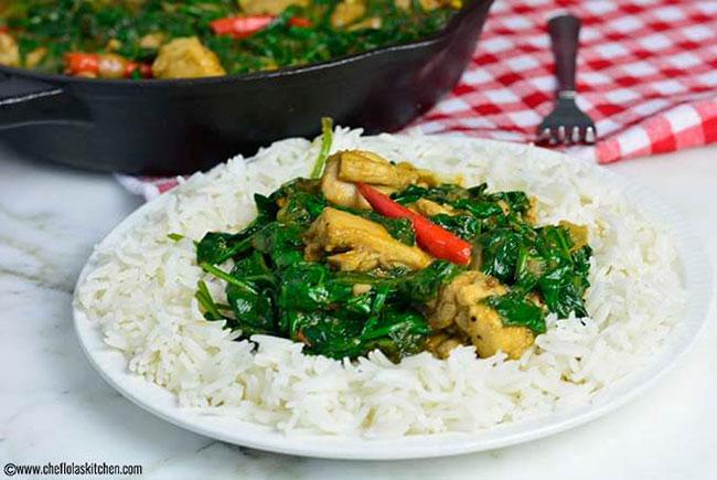 خوراک مرغ و اسفناج سرخ شده