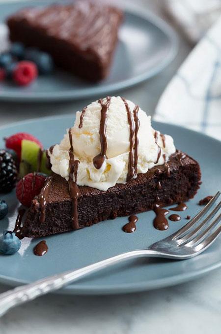 کیک شکلاتی بدون آرد و بدون گلوتن و آموزش گاناش شکلات