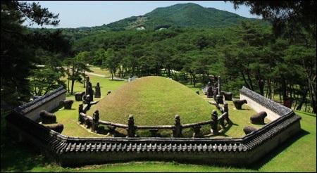 نقاط دیدنی کره جنوبی,جاذبه های گردشگری کره جنوبی,مقبره خانوادگی سلسله چوسان